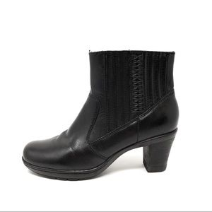 Clarks black leather heeled ankle booties sz 6